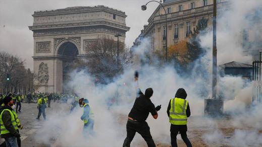 """بالفيديو.. كلفة أضرار قوس النصر في باريس بعد إحتجاجات """"السبت الأسود"""" تناهز المليون يورو"""