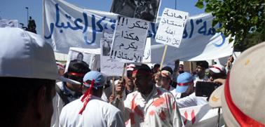 الآلاف يحتجون على اخشيشن لتعنيف الأساتذة