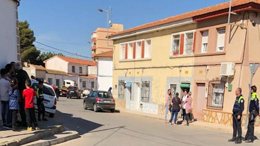 مثير.. مهاجر مغربي يستغل خروج اسبانية من منزلها ليبيعه الى روماني مقابل 500 أورو