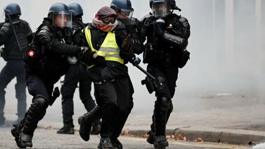 """مدعي عام باريس: ألف شخص وضعوا قيد الحبس الاحتياطي إثر مظاهرات """"السترات الصفراء"""" السبت"""