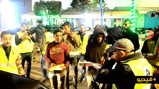"""السترات الصفراء تغزو شوارع مدينة الناظور في حملة """"الرحمة"""" بقيادة حلاق المشردين"""