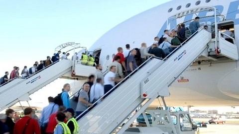"""حركة الطيران بمطار """"العروي الناظور"""" ارتفاعا كبيرا في عدد المسافرين بعد افتتاح خطوط جديدة"""