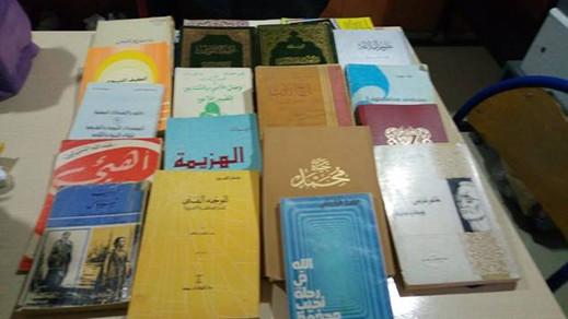 أستاذ يتبرع بمكتبته الخاصة التي تضم حوالي 500 كتاب لفائدة المكتبة الوسائطية بأزغنغان
