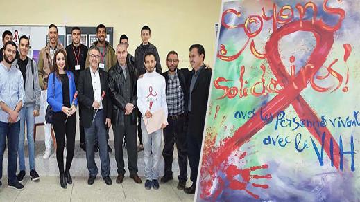 الناظور.. أطر وتلاميذ ثانوية طه حسين بأزغنغان يشاركون في يوم تحسيسي حول داء فقدان المناعة المكتسبة