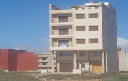 إعلان عن بيع قضائي بالمزاد العلني لمنزل يتكون من ثلاثة طوابق في حي المطار بالناظور