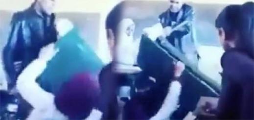 """وزارة التعليم توضح حيثيات فيديو الأستاذ الذي """"قلب"""" الطاولة على تلميذته بالقسم"""