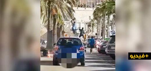 شاهدوا .. ثلاثة شبان مغاربة يقفزون داخل مقصورة شاحنة بمليلية املا في العبور الى الجنوب الإسباني