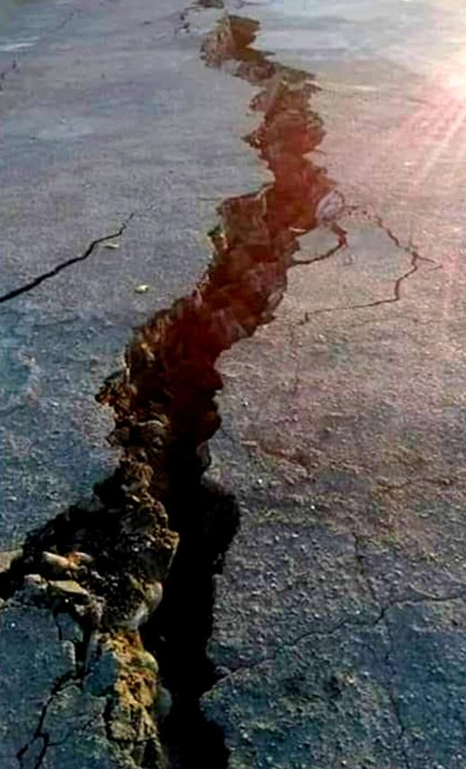 مفزع.. الهزة الأرضية الأخيرة بالدريوش تتسبب في انشقاق الأرض بجماعة أمهاجر