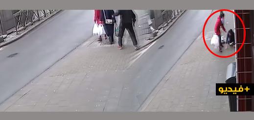 صادم.. مهاجرة ريفية تتعرض لإعتداء عنصري بواسطة صاعق كهربائي في أندرلخت