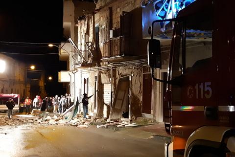 مهاجر مغربي في السبعينيات من عمره يلقى حتفه في انفجار بمنزله
