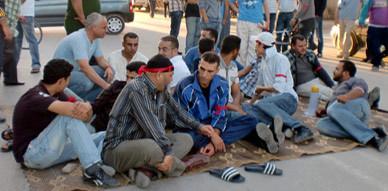 المعطلين بزايو يعتصمون وسط شارع ابن خلدون قبالة المحكمة الابتدائية وبهو البلدية