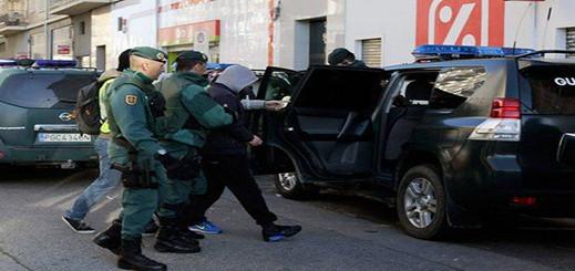 إسبانيا.. الأمن يطيح بـ 50 شخصا يهربون الحشيش من شمال المغرب