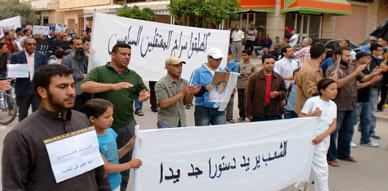 حركة 20 فبراير بزايو تخرج الى الشارع للمطالبة بالاصلاحات والتنديد بمقتل كمال عماري