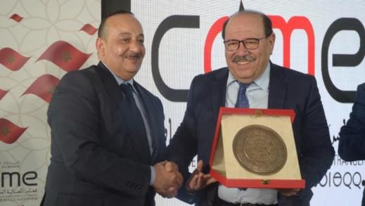 بالفيديو.. وزير الثقافة والاتصال يكرم الدكتور عبد الله بوصوف
