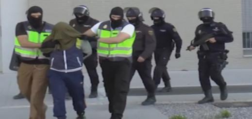 بالفيديو.. الشرطة الإسبانية توقف مواطنا مغربيا بتهمة  تمجيد الإرهاب