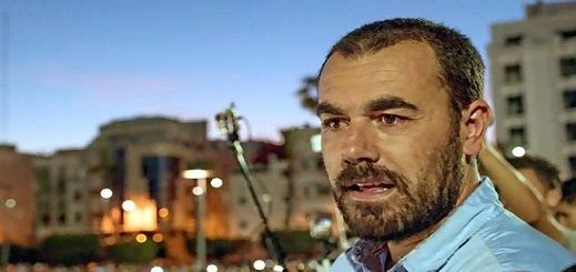 الزفزافي للمحتجين في الجزائر: نحييكم على السلمية ولو فصلت بيننا الحدود سنتقاسم الهموم نفسها