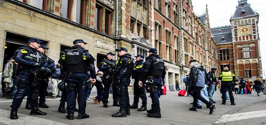 الشرطة الهولندية تعتقل شخصا بحوزته مسدس بصدد إعداد هجوم إرهابي