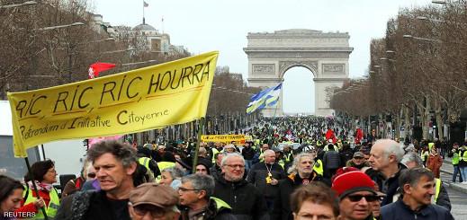 """للأسبوع الـ17.. """"السترات الصفراء"""" تحتج في شوارع فرنسا"""