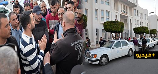 سائقوا سيارات الأجرة بمحطة 3 مارس يحتجون أمام مقر عمالة الناظور لهذا السبب