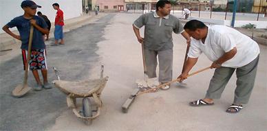 لحي اولاد بوطيب بالناظور في حملة للنظافة  جمعية التضامن و التنمية