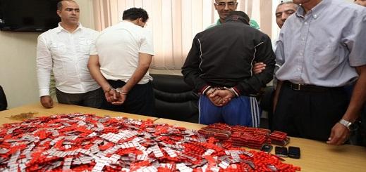 ضبط تاجريْ مخدرات بحوزتهما آلاف الأقراص المهلوسة وكمية من الكوكايين