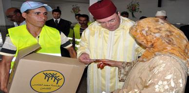 عامل إقليم الناظور يترأس عملية توزيع المساعدات الرمضانية بالخيرية الإسلامية