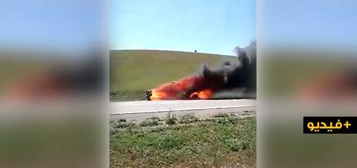 شاهدوا.. حريق مهول يأتي على سيارة فخمة بالطريق السيار قرب جرسيف