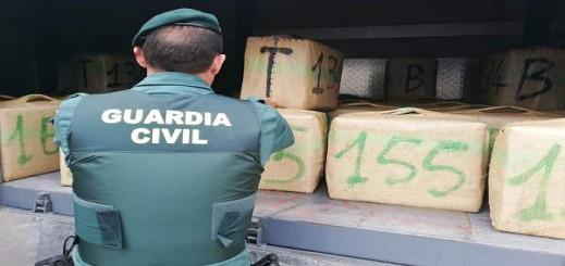 حجز 3 أطنان من الحشيش في قاديس وإعتقال 5 أشخاص بينهم مغربيين