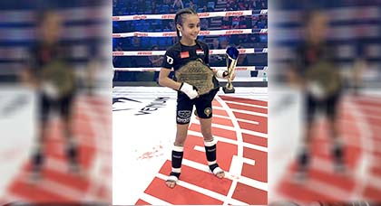 """إبنة الشرق """"أميرة الطاهري"""" الملقبة بالفتاة الأعجوبة تحرز مجددا لقب بطلة العالم للكيك بوكسينغ"""