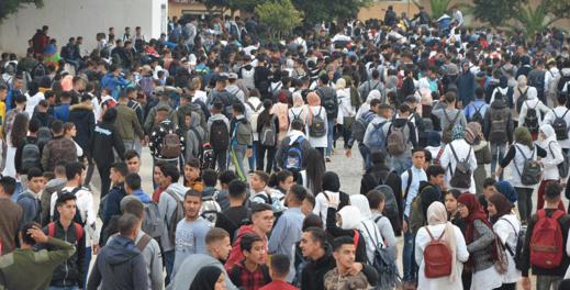 """وصول ملف """"أساتذة التعاقد"""" للنفق المغلق يثير مخاوف آباء وأولياء التلاميذ بالناظور"""