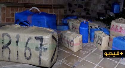 شاهدوا بالفيديو.. ضبط 4 أطنان من الحشيش وإعتقال 10 مهربين مغاربة بقاديس