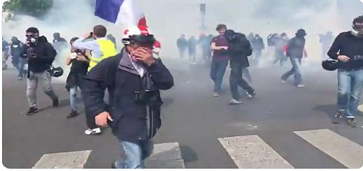 شاهدوا بالفيديو.. إشتباكات عنيفة بين الشرطة والمتظاهرين في إحتفالات عيد الشغل بفرنسا