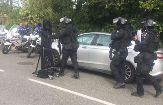 بالصور.. احتجاز عدة رهائن في متجر للتبغ في بلاناك بالقرب من تولوز في فرنسا