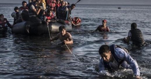 البحرية الملكية تعلن إنقاذ زوارق على متنها 117 مهاجرا في عرض البحر