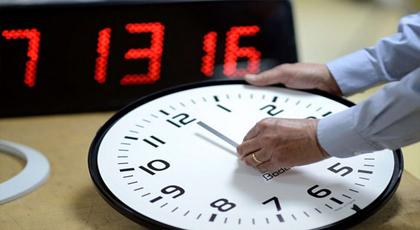 فريق برلماني يدعو إلى عقد اجتماع عاجل لمناقشة الساعة الإضافية