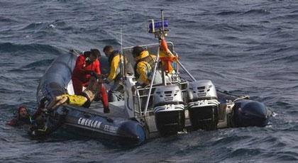 البحرية الاسبانية تعلن إنقاذ 8 مهاجرين مغاربة انقلب قاربهم قبالة السواحل الاسبانية
