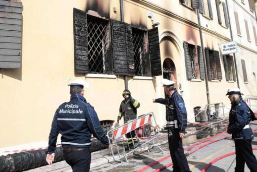 مهاجر مغربي يفر من المستشفى لإضرام النار في مركز للشرطة.. والحصيلة قتيلتين و 20 جريحا