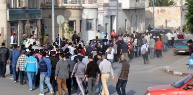 معطلو الناظور يواصلون مسيراتهم الاحتجاجية المطالبة بنيل حظهم من الوظيفة العمومية