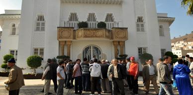 إحتجاج مجموعة من ساكنة الأحياء المتواجدة بمنطقة تهيئة بحيرة مارتشيكا على طاولة الحوار مع سعيد زارو