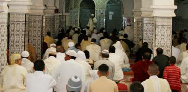 ساكنة العروي تؤدي شعيرة صلاة عيد الاضحى المبارك وتحتفل بالمناسبة وسط أجواء روحانية
