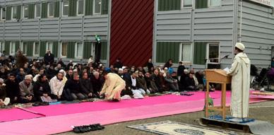 مؤسسة الإمام مالك بالدانمارك تقيم صلاة عيد الأضحى بمقرها