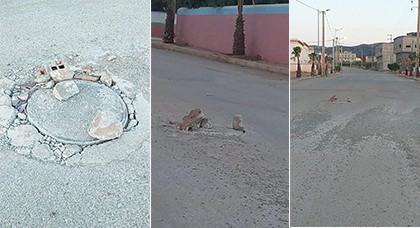بالصور.. حفرة وسط الشارع العام بجماعة الكبداني  تربك حركة السير والجولان