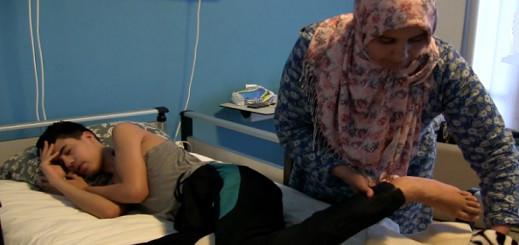 والدة عبد المولى زعيقر تتوصل بمبلغ 18 مليون سنتيم من المحسنين لإجراء العملية بتركيا