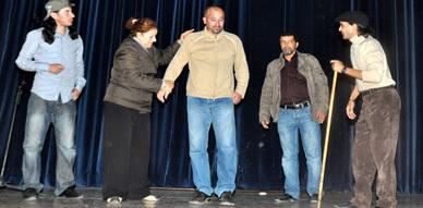 فرقة أسام للمسرح بالناظور في حصص تدريبية قبل جولتها بهولندا لعرض مسرحيتها ثازيري ثاميري