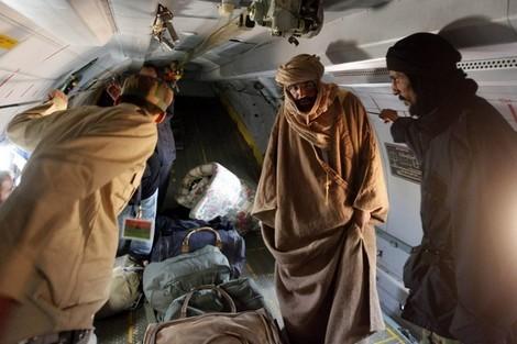 جيش الثوار الليبي يلقي القبض على نجل القذافي سيف الإسلام