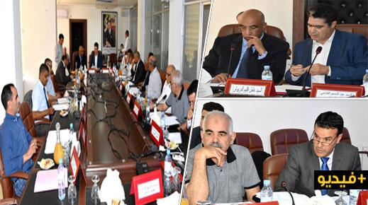 المجلس الإقليمي للدريوش يصادق بالإجماع على نقاط دورة يونيو ويخصص الفائض في مشاريع طرقية وتنموية