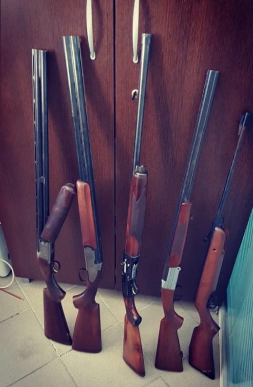 بالصور.. توقيف مواطن برتغالي بحوزته أسلحة نارية وأزيد من ألف رصاصة حية