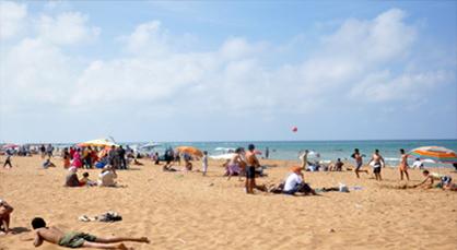 شاطئ أركمان ضمن 21 شاطئا مغربيا سَتُرفع فيها علامة اللواء الأزرق الدولية صيف هذه السنة