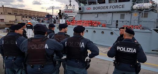 دولة أوروبية تسن قانونا لإحتجاز سفن المهاجرين  التي تدخل مياهها الإقليمية 