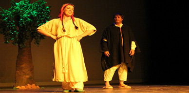 مسرحية ثازيري ثاميري تضيئ بإبداعها سماء روتردام الهولندية في أمسية تكريم المرأة الريفية